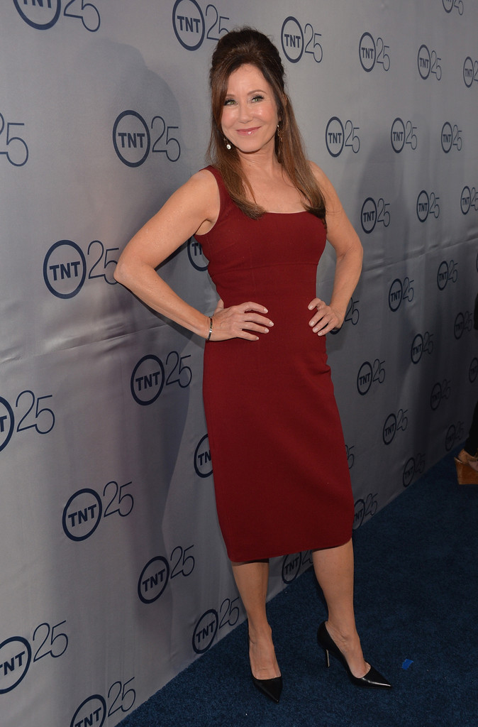 Mary McDonnell - Mary McDonnell Photos - Arrivals at TNT's