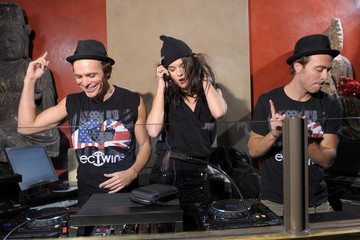Allister Blackham Tao Nightclub At The Venetian Hosts A DJ Spin Class With The EC Twins