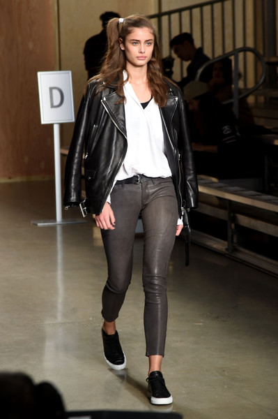 DKNY Women's Front Row Fall 2016 New York Fashion Week: The Shows