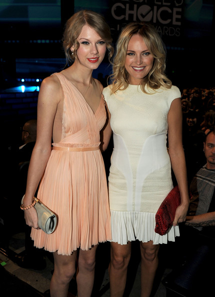 Singer Taylor Swift (L) and actress Malin Akerman attend the 2011 People's