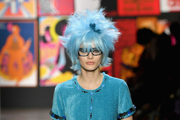 Taylor Hill Anna Sui - Runway - February 2019 - New York Fashion Week: The Shows
