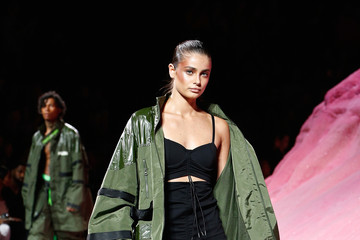 Taylor Hill FENTY PUMA by Rihanna Spring/Summer 2018 Collection - Runway + Atmosphere