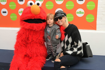 Taylor Jacobson Amazon Channels Hosts Family Fun Day at Au Fudge