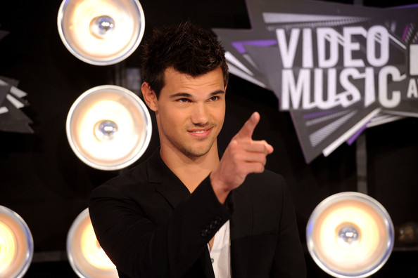 Taylor Lautner - 2011 MTV Video Music Awards - Arrivals