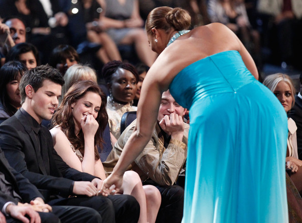 People's Choice Awards 2011 - Página 2 Taylor+Lautner+2011+People+Choice+Awards+Show+RG6RRKWtQRSl