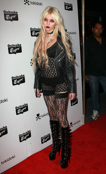 Taylor Momsen Clothes