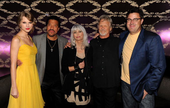 "Taylor Swift (L-R) Musicians Taylor Swift, Lionel Richie, Emmylou Harris, Kris Kristofferson and Vince Gill arrive at the Country Music Hall of Fame & Museum's ""All For The Hall"" at Club Nokia on September 23, 2010 in Los Angeles, California."