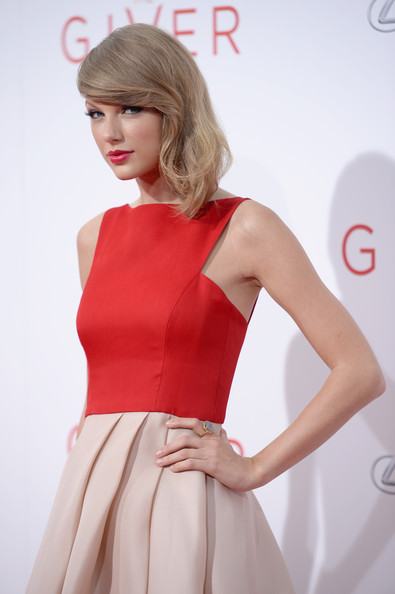 Taylor swift actress taylor swift attends the giver premiere at