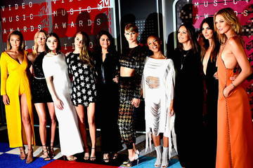 Taylor Swift Hailee Steinfeld An Alternative View of the 2015 MTV Video Music Awards