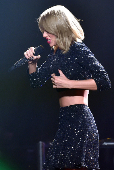KIIS FM's Jingle Ball 2014  Powered by LINE  - Show [performance,entertainment,music artist,singer,singing,performing arts,pop music,music,stage,event,taylor swift,line,california,los angeles,staples center,kiis fm,jingle ball,line - show]