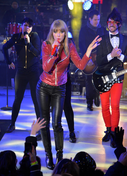 Taylor Swift New Years Eve Performance