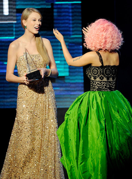 Taylor Swift Nicki Minaj Taylor Swift And Nicki Minaj Photos 2011 American Music Awards Show Zimbio