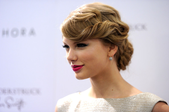 Taylor Swift's 10 Best-Ever Retro Updos, Vote Now!