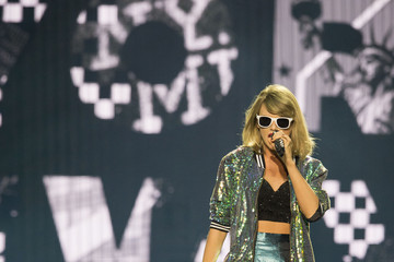 Taylor Swift Taylor Swift Performs at 'The 1989 World Tour Live' in Dublin