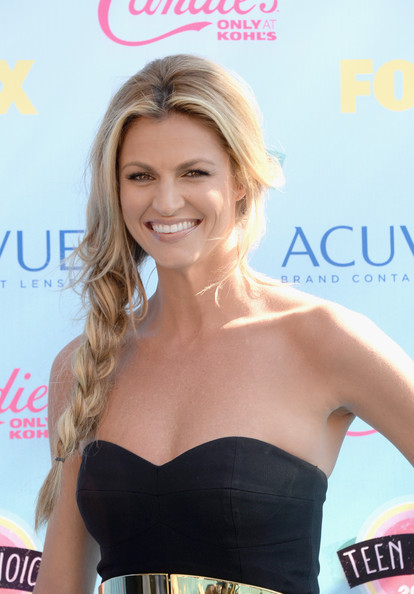 TV personality Erin Andrews attends the Teen Choice Awards 2013 at Gibson Amphitheatre on August 11, 2013 in Universal City, California.