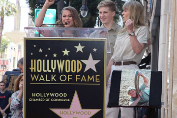 Terri Irwin Steve Irwin Honored Posthumously With Star On The Hollywood Walk Of Fame