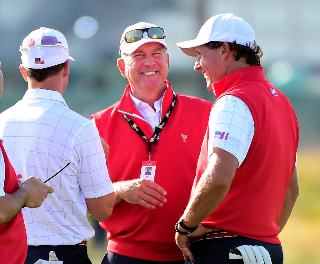 presidents of the phil Presidents cup 2017: us dominates despite phil mickelson's horrible dancing the dance routine looked like a messed up version of the macarena -- yes, of 1990s fame.