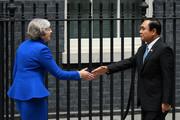 British Prime Minister Theresa May (L) greets the Prime Minister of Thailand, Prayut Chan-o-cha as he arrives at Downing Street on June 20, 2018 in London, England.