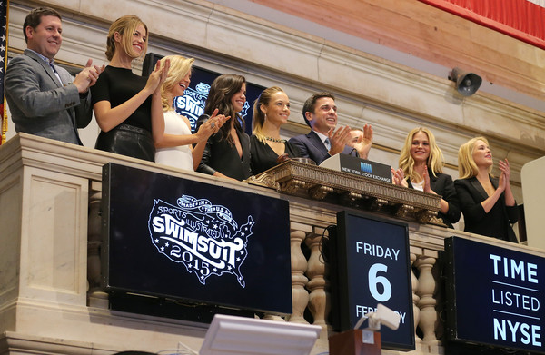 'SI' Swimsuit Models Ring the NYSE Closing Bell [advertising,event,banner,media,stage equipment,display device,swimsuit models,swimsuit models,closing bell,thomas farley,si,l-r,nyse,time inc,new york stock exchange,group publisher]