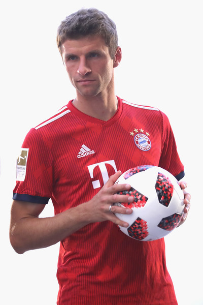 FC Bayern Muenchen And Paulaner Photo Session [sportswear,jersey,football,player,soccer player,football player,team sport,t-shirt,soccer,soccer ball,niko kovac,partner,thomas mueller,photo shoot,some,germany,brewery,fc bayern muenchen,paulaner,photo session]
