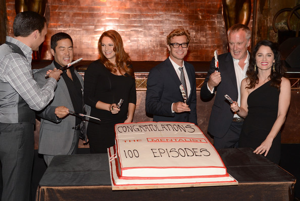 """CBS Celebrates 100 Episodes Of """"The Mentalist"""" - Inside [episodes,the mentalist,event,bruno heller,robin tunney,actors,owain yeoman,cutting,cake,l-r,cbs]"""