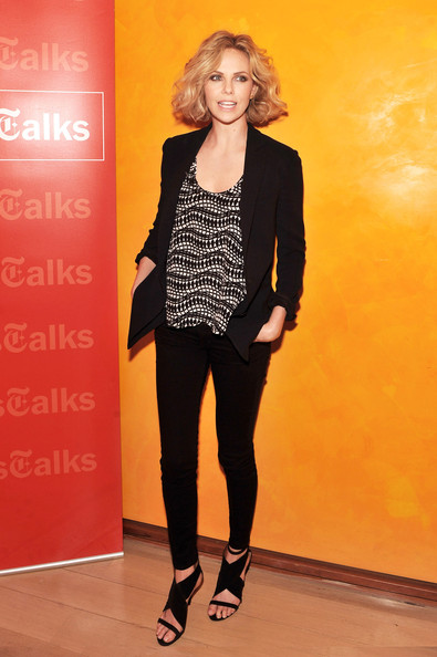 Charlize Theron added polish to an otherwise casual look with a black open front blazer.