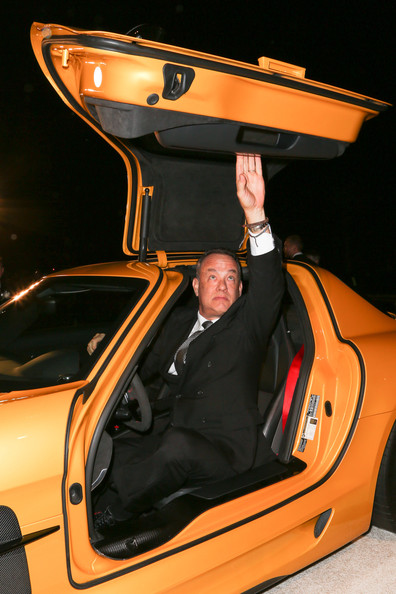 Tom hanks photos mercedes benz arrivals at the palm for Mercedes benz of palm springs