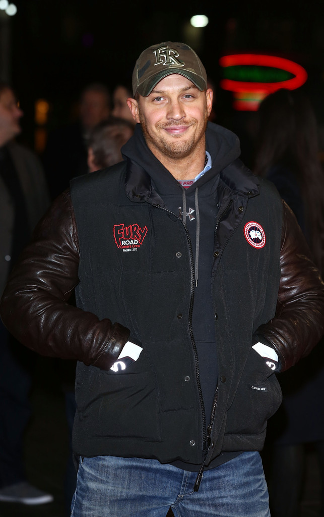 http://www1.pictures.zimbio.com/gi/Tom+Hardy+Jack+Reacher+World+Premiere+Red+YT4qRoe0Fd1x.jpg