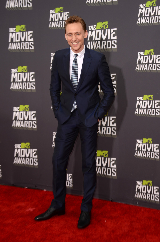 http://www1.pictures.zimbio.com/gi/Tom+Hiddleston+2013+MTV+Movie+Awards+Arrivals+C1Z8rkrHm_Hx.jpg