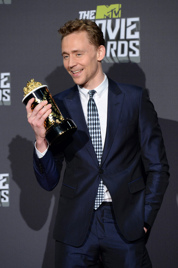 http://www1.pictures.zimbio.com/gi/Tom+Hiddleston+2013+MTV+Movie+Awards+Press+FhudWDC6Ehox.jpg