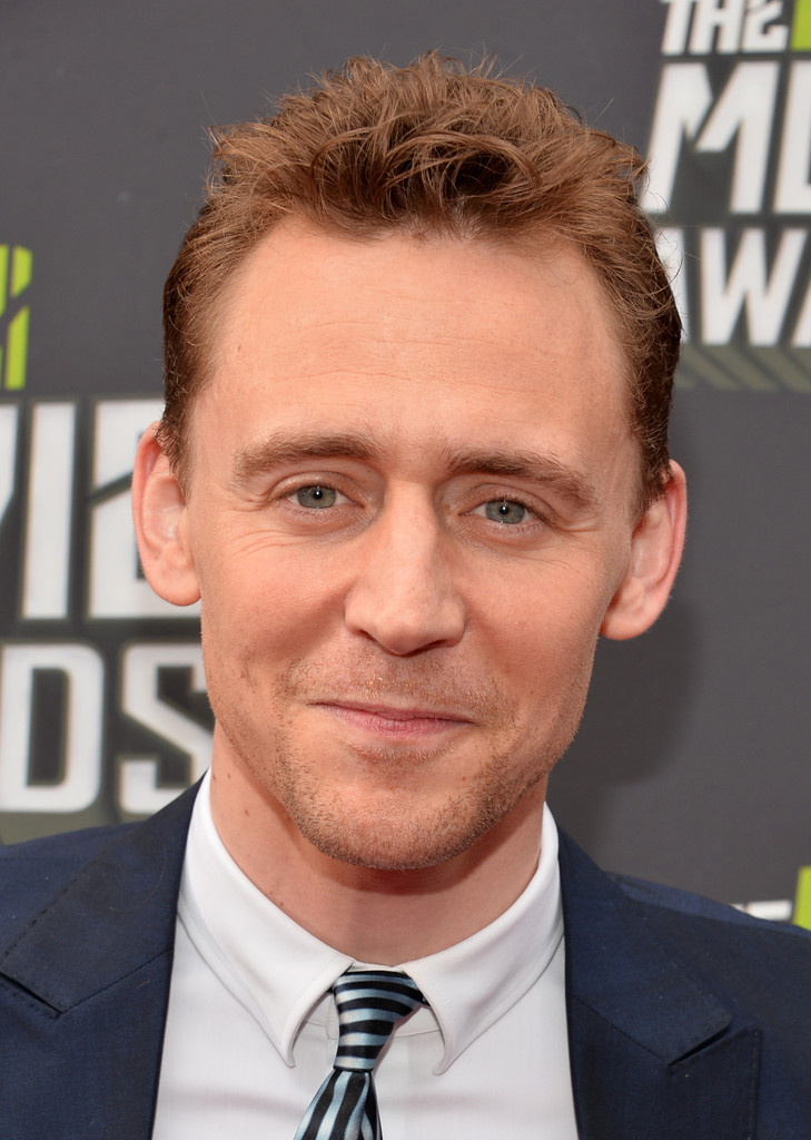 http://www1.pictures.zimbio.com/gi/Tom+Hiddleston+2013+MTV+Movie+Awards+Red+Carpet+WfZWPtxwxRnx.jpg