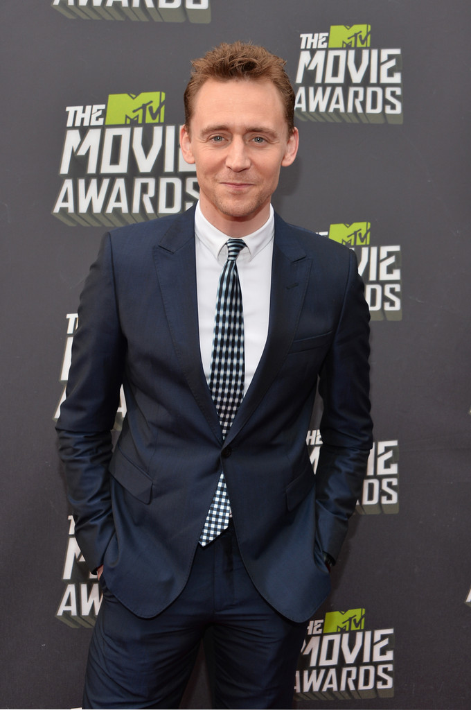 http://www1.pictures.zimbio.com/gi/Tom+Hiddleston+2013+MTV+Movie+Awards+Red+Carpet+_vTmIuNkQABx.jpg