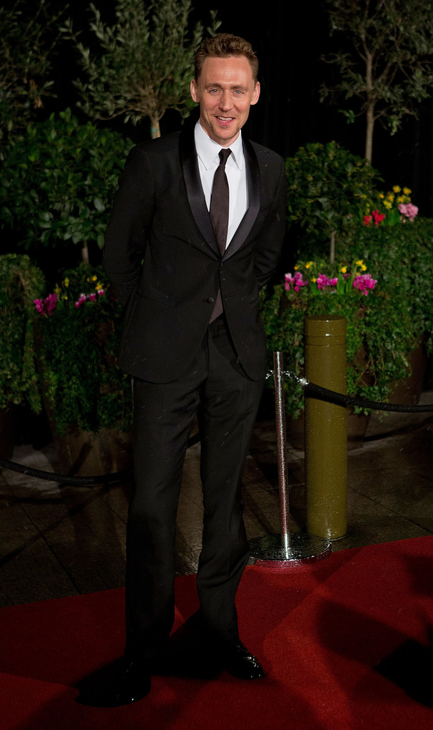 http://www1.pictures.zimbio.com/gi/Tom+Hiddleston+EE+British+Academy+Film+Awards+ICkodWtOGwOx.jpg