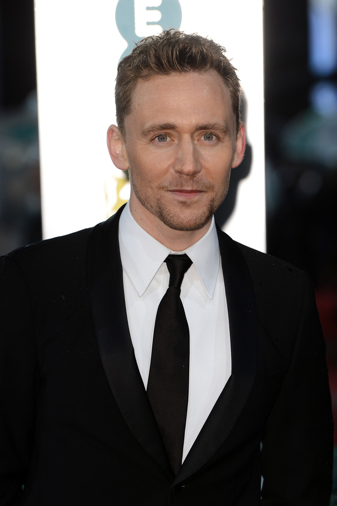 http://www1.pictures.zimbio.com/gi/Tom+Hiddleston+EE+British+Academy+Film+Awards+YKKKYlvTuOBx.jpg