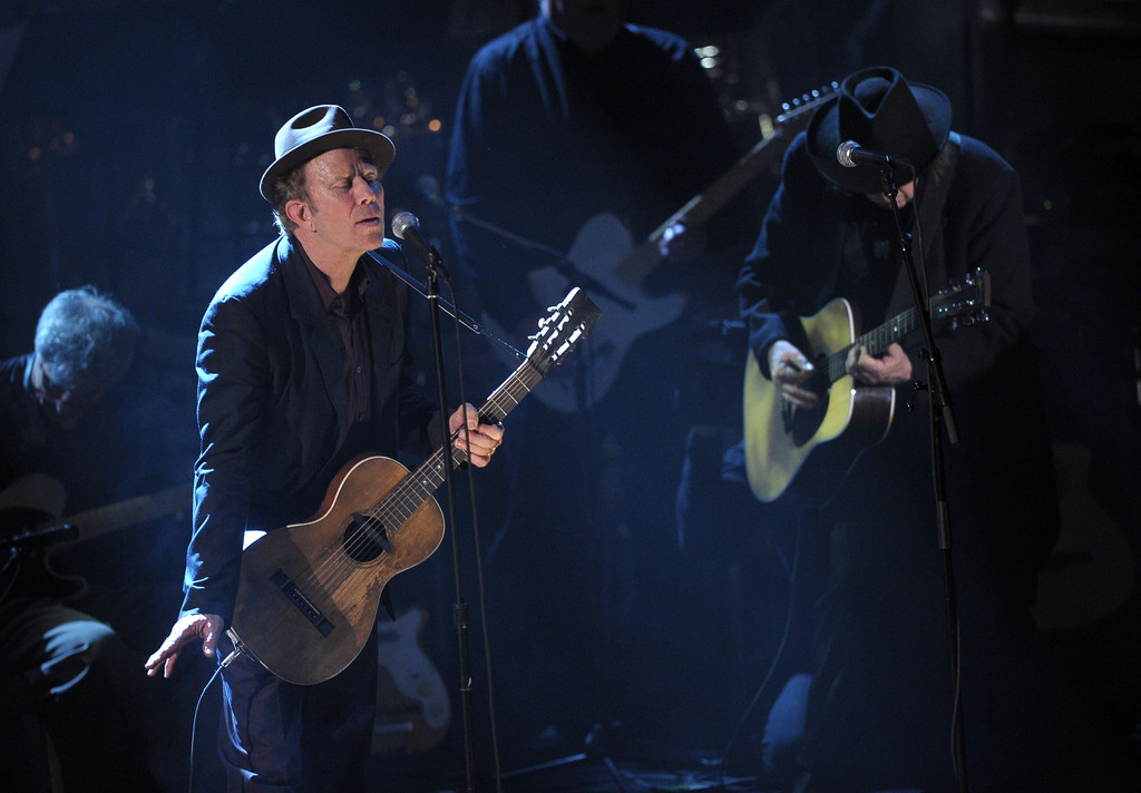 neil young and tom waits photos 26th annual rock and roll hall of fame induction ceremony. Black Bedroom Furniture Sets. Home Design Ideas