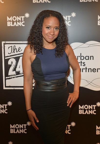 "tracie thoms dating ""unreal,"" which follows the behind-the-scenes drama at a dating reality show  brennan elliott, genevieve beuchner, brandon jay mclaren, tracie thoms,christopher cousins, chelsea hobbs ."