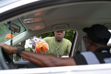 Tracy Morgan Food Bank For New York City Teams Up With Tracy Morgan To Distribute Food To 300 Families In Need At Deliverance Baptist Church In Queens