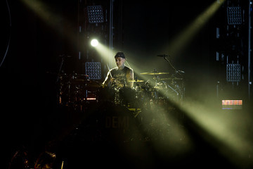 Travis Barker Performances at the Staples Center