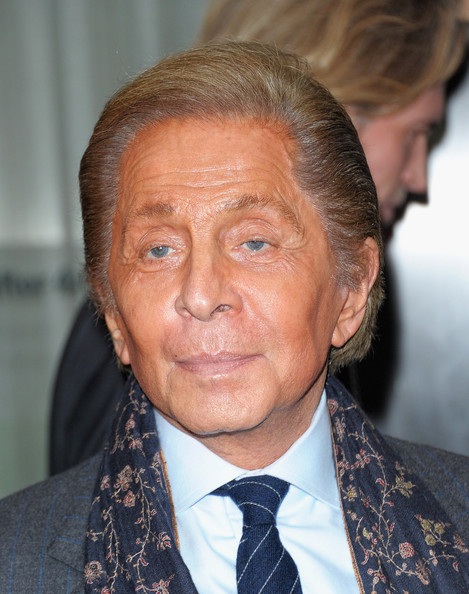 The 85-year old son of father Mauro Garavani and mother Teresa de Biaggi, 170 cm tall Valentino Garavani in 2018 photo