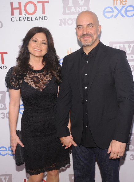 Valerie bertinelli photos photos tv land holiday for Who is valerie bertinelli married to