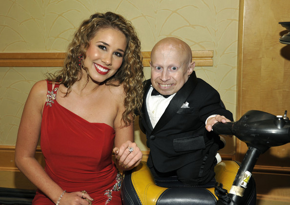 [Image: Verne+Troyer+Haley+Reinhart+Celebrity+Fi...ey75ml.jpg]