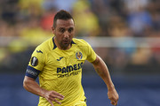 Santi Cazorla of Villarreal runs with the ball during the UEFA Europa League Group G match between Villarreal CF and Rangers at Estadio de la Ceramica on September 20, 2018 in Villareal, Spain.