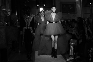 Vittoria Ceretti Runway - Giambattista Valli Loves H&M
