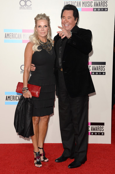 Arrivals at the American Music Awards — Part 2 [red carpet,carpet,clothing,dress,little black dress,event,cocktail dress,flooring,premiere,suit,arrivals,wayne newton,kathleen mccrone,r,american music awards,los angeles,california,nokia theatre l.a. live]