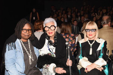 Whoopi Goldberg Carmen Marc Valvo Women's and Men's Collection S/S 2016 - Front Row