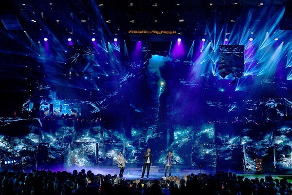 Nickelodeon's 2019 Kids' Choice Awards - Show [performance,entertainment,stage,concert,performing arts,rock concert,light,event,purple,music venue,mena massoud,will smith,naomi scott,kids choice awards,l-r,california,los angeles,galen center,nickelodeon,show]