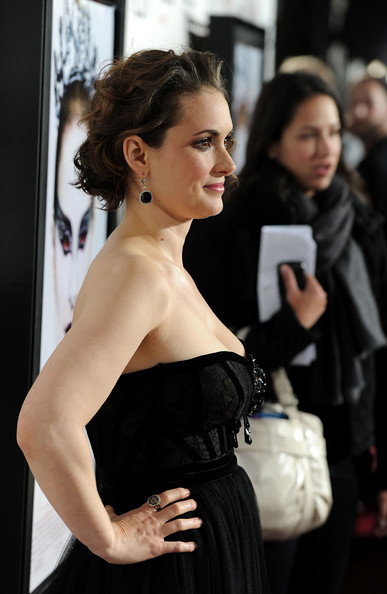 http://www1.pictures.zimbio.com/gi/Winona+Ryder+AFI+FEST+2010+Presented+Audi+KFoB16OAaaRl.jpg