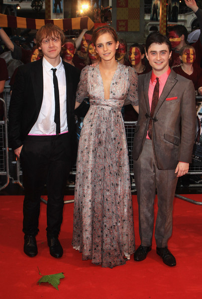 (L-R)  Rupert Grint, Emma Watson and Daniel Radcliffe arrive for the World Premiere of Harry Potter And The Half Blood Prince at Empire Leicester Square on July 7, 2009 in London, England.
