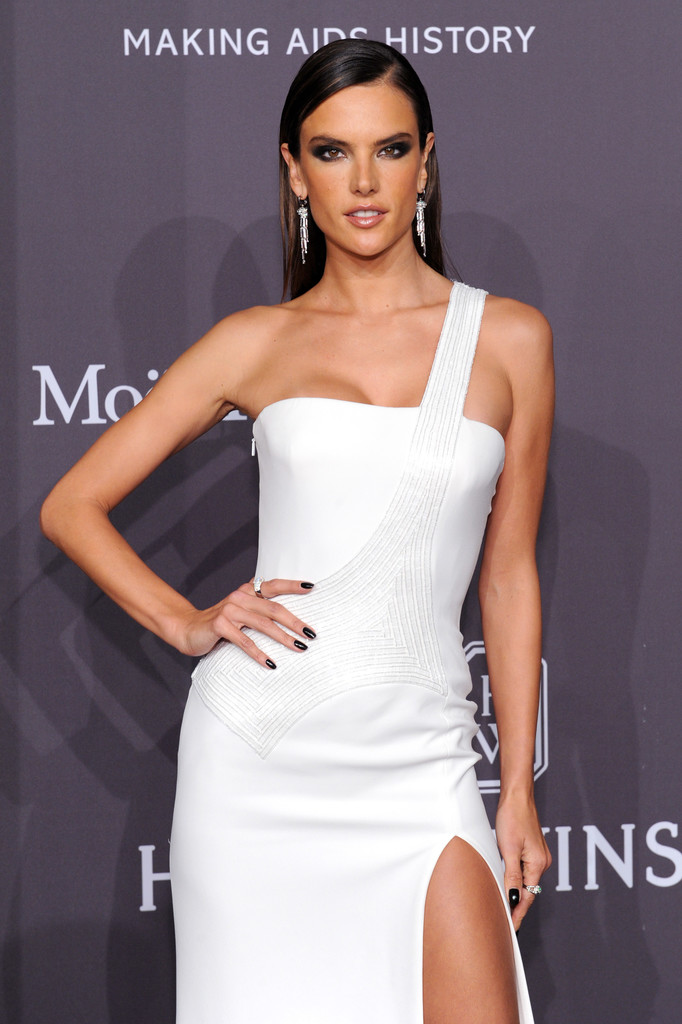 Alessandra Ambrosio Photos Photos - The amfAR New York ...