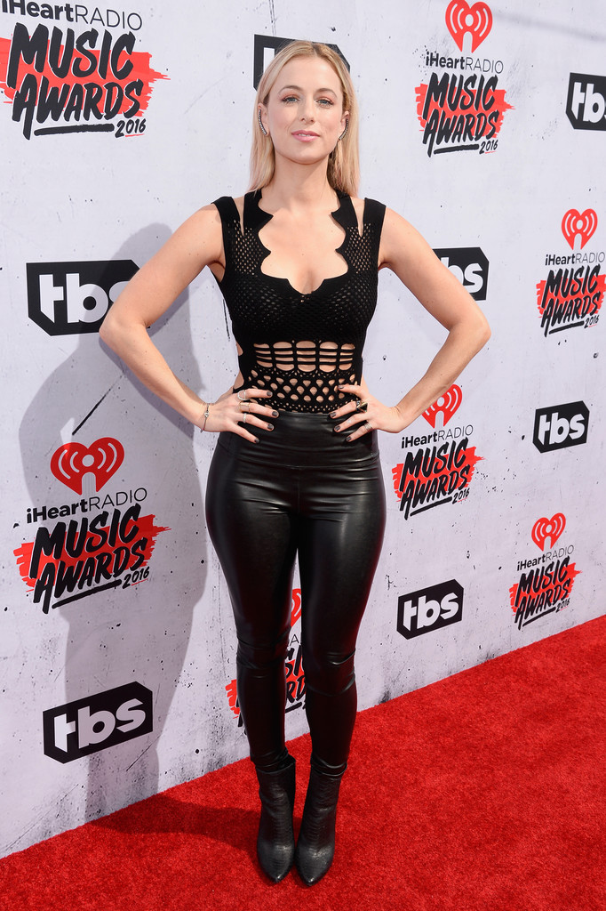 Iliza Shlesinger Iliza Shlesinger Photos Iheartradio Music Awards Backstage Zimbio